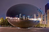Cloud Gate in der Nacht