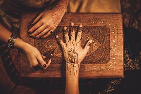 pic of vedic  - Drawing process of henna menhdi ornament on woman - JPG