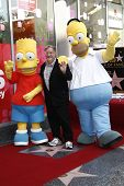 Los Angeles, ca feb 14: Bart Simpson; Matt Groening; Homer Simpson in einem Festakt als matt groening