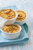 Crumble with pumpkin and cheese