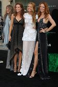 LOS ANGELES - JUN 15: Robyn Lively, Blake Lively, Lori Lively arriving at the Green Lantern Premiere