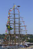 Brasileiro alto navio Cisne Branco visita nova york durante a semana de frota
