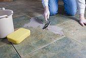Reparación de lechada del azulejo