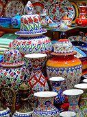 Detalhe de cerâmica colorida