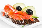 Sandwiches With Salmon, Olives And Lime