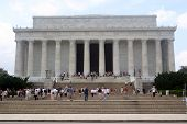picture of abraham lincoln memorial  - tourists on steps of lincoln memorial - JPG