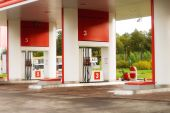 Estación de gasolina vacía