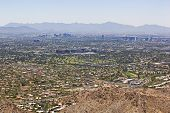 Visión gran angular del horizonte de Phoenix, Arizona
