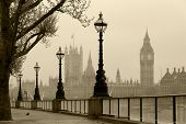 big Ben & Houses of Parliament, London im Nebel