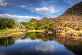 Killarney Landschaft mit Bergen, spiegelt sich in See, Irland