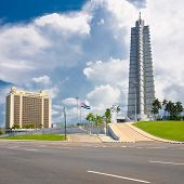 La Plaza de la revolución en la Habana con su emblemática Torre y el monumento a José Martí