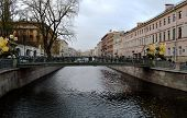 The bridge through the river in Sankt Petersburg