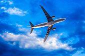 airplane overhead flying