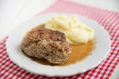 beef patties with mashed potatoes