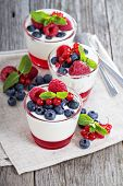 Jogurt and jelly dessert with berries