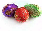 Páscoa pintado ovo amarrado por fitas 4