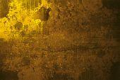 pared de grunge drama oro en París, ideal para crear efectos dramáticos