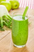A Green smoothie with apple and fennel