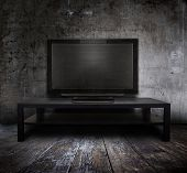 alte tv in Grunge interior