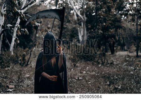 Psychopom With Scythe Horor Halloween