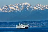 Seattle Bainbridge Island Fähre Puget Sound Olympisches Schnee Berge Washington State