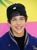 LOS ANGELES - MARCH 23:  Austin Mahone arrives to the Kid's Choice Awards 2013  on March 23, 2013 in