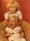 Foto de época de hermanos (principios de los ochenta)