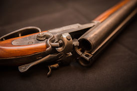 picture of shotgun  - double barrel shotgun  - JPG