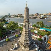 BANGKOK, THAILAND - APRIL 17 : Tourists visiting famous Wat Arun on April 17, 2014  in Bangkok, Thai