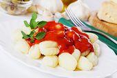 Gnocchi di patata, Papa italiano tallarines con salsa de tomate y orégano