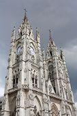 Basílica del Voto Nacional, em Quito, Equador