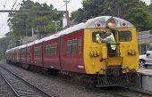 Wellington, New Zealand - Mar 1St: ein Lokführer reinigt die Windschutzscheibe des