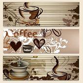Café folletos con tazas y granos para diseño