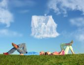 Liegend zu zweit am Gras und Dream House Collage