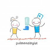 pulmonologist gives spray for asthma patients