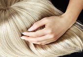 pic of hair streaks  - Hand on blond hair - JPG