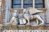 Постер, плакат: Крылатый лев Святого Марка символ Венеции Италия