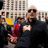 Moskau - 15.09: Oppositionsführer Sergei Udaltsow bei einer Anti-Putin-Protest-Kundgebung im Cen spricht