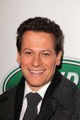 Ioan Gruffudd at the Jaguar Land Rover Preview Reception For 2011 Los Angeles Auto Show, Two Rodeo,