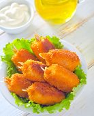 image of claw  - crab claws in bowl and on a table - JPG