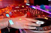 DJ's Hände