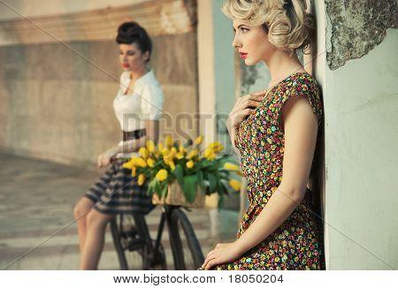 Постер, плакат: Мода стиль Фото великолепный женщин носить ретро одежда, холст на подрамнике