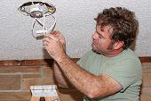 Elektriker überprüfen Switches