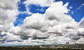 Uma paisagem de Madrid fotografado da estrada de pingente