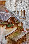 picture of flower pots  - A serf court and the walls decorated by flowers in pots - JPG