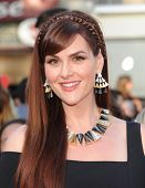 LOS ANGELES - JUN 09:  Sara Rue arrives to the