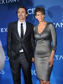 LOS ANGELES - JUN 06:  Olivier Martinez & Halle Berry arrives to the 'Extant' Premiere Party  on Jun