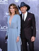 LOS ANGELES - APR 06:  Faith Hill & Tim McGraw arrives to the 49th Annual Academy of Country Music A
