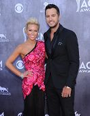 LOS ANGELES - APR 06:  Luke Bryan & Caroline Boyer arrives to the 49th Annual Academy of Country Mus