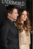 LOS ANGELES - JAN 19:  Les Wiseman, Kate Beckinsale arrives at  the